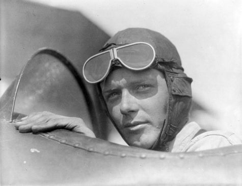 Charles_Lindbergh,_wearing_helmet_with_goggles_up
