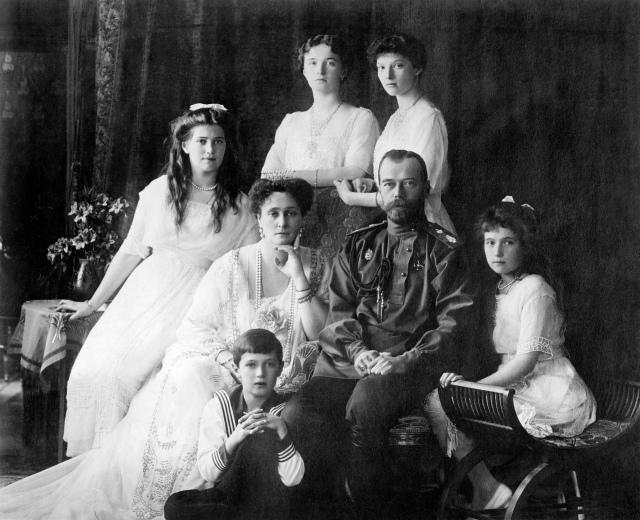 04 Family_Nicholas_II_of_Russia_ca._1914